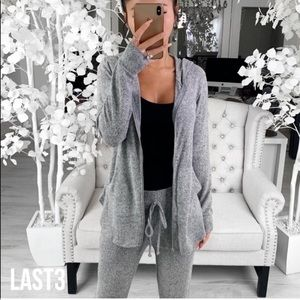 NWT S Gorgeous soft amazing grey hoodie top ❤️